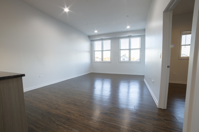 2 Bedrooms, Lathrop Rental in Chicago, IL for $1,960 - Photo 2