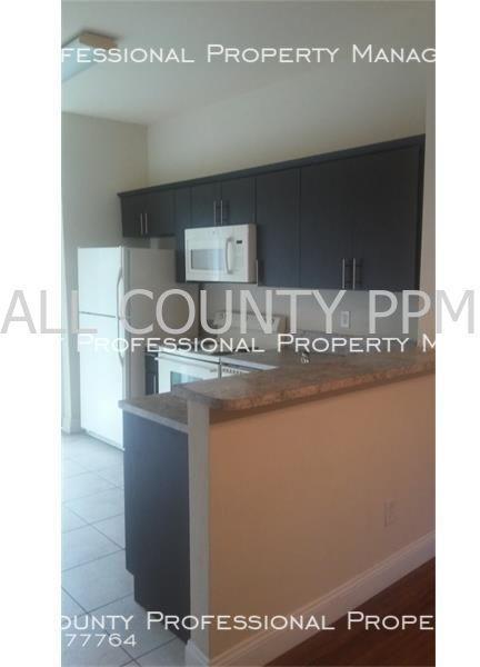3 Bedrooms, Mowry Villas Rental in Miami, FL for $1,450 - Photo 2