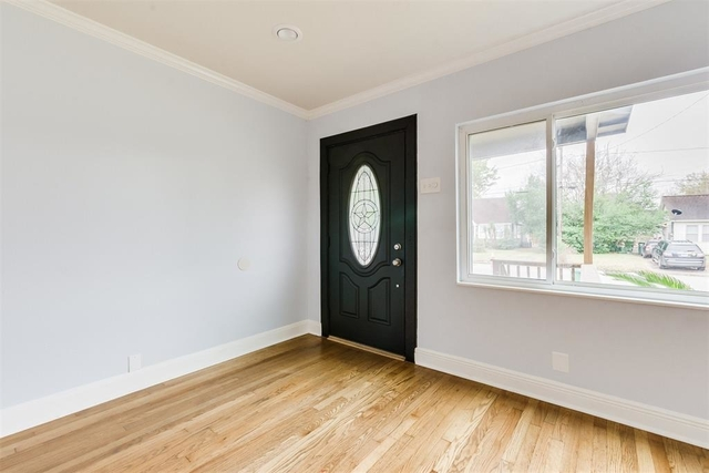 3 Bedrooms, Lindale Park Rental in Houston for $1,895 - Photo 2