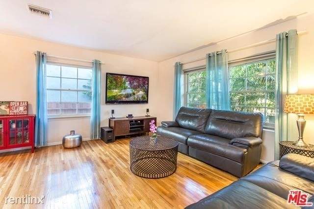 2 Bedrooms, Sherman Oaks Rental in Los Angeles, CA for $3,300 - Photo 1