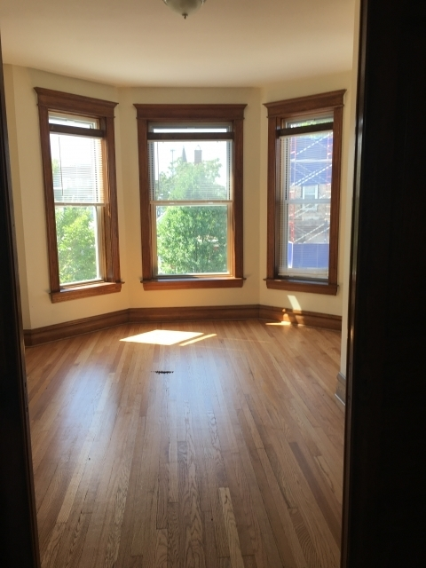 3 Bedrooms, Heart of Chicago Rental in Chicago, IL for $2,400 - Photo 2
