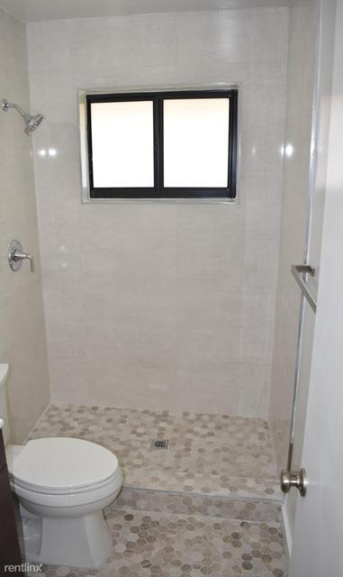 3 Bedrooms, Osceola Groves Rental in Miami, FL for $2,300 - Photo 2