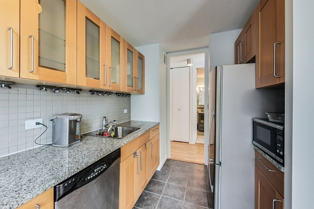 1 Bedroom, Gold Coast Rental in Chicago, IL for $1,800 - Photo 2