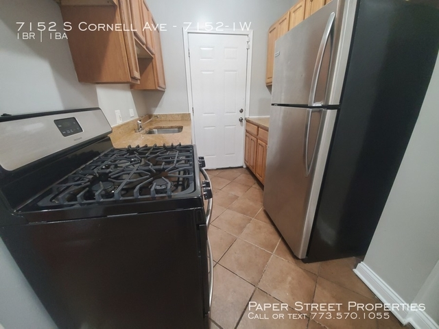 1 Bedroom, South Shore Rental in Chicago, IL for $675 - Photo 2