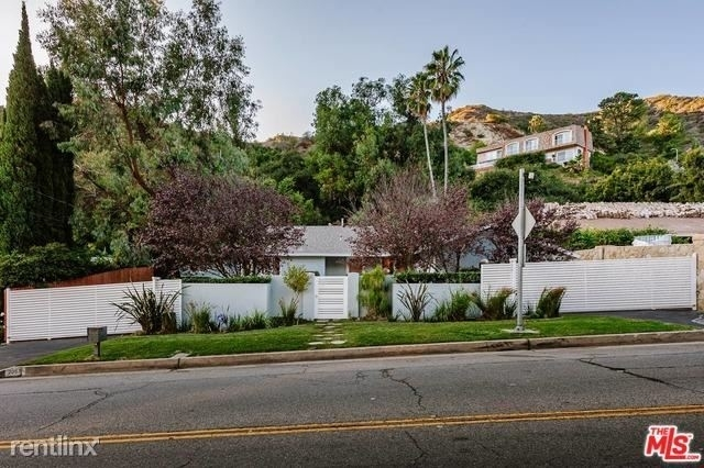 3 Bedrooms, Beverly Crest Rental in Los Angeles, CA for $8,995 - Photo 1