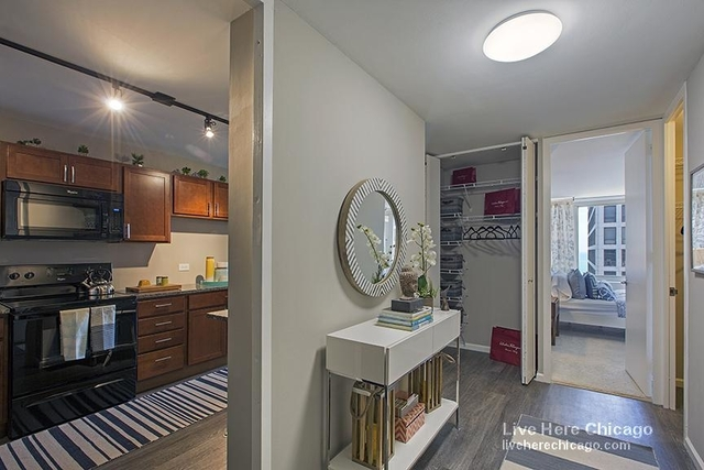2 Bedrooms, Gold Coast Rental in Chicago, IL for $2,610 - Photo 2