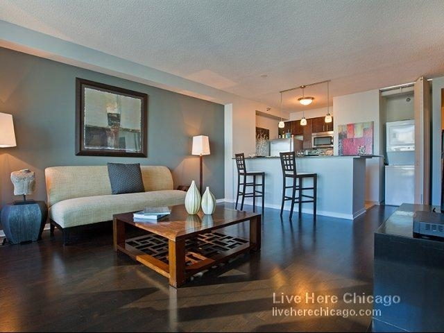 2 Bedrooms, Gold Coast Rental in Chicago, IL for $3,672 - Photo 2