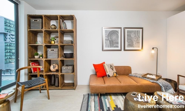 2 Bedrooms, River North Rental in Chicago, IL for $3,307 - Photo 2