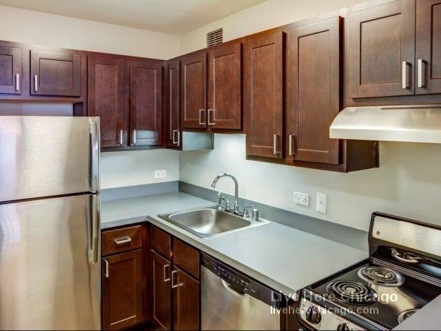 2 Bedrooms, River North Rental in Chicago, IL for $3,355 - Photo 2