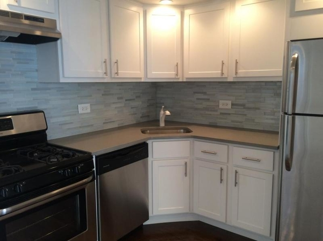 2 Bedrooms, Roscoe Village Rental in Chicago, IL for $1,995 - Photo 2