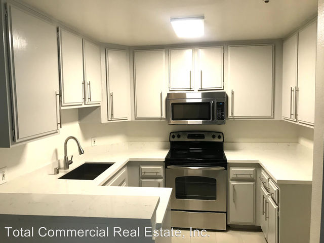 2 Bedrooms, Central Hollywood Rental in Los Angeles, CA for $2,695 - Photo 2