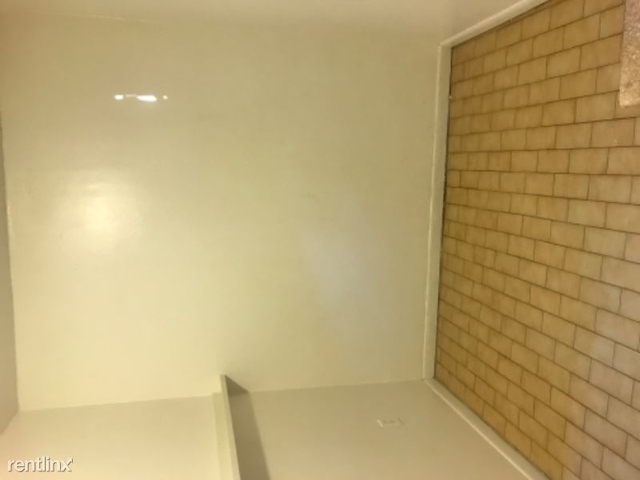1 Bedroom, Coral Way Rental in Miami, FL for $1,000 - Photo 2