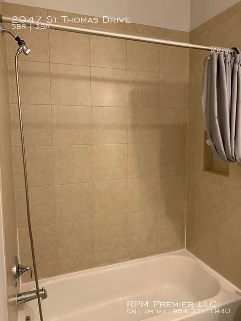 3 Bedrooms, Cooper City Rental in Miami, FL for $2,550 - Photo 2