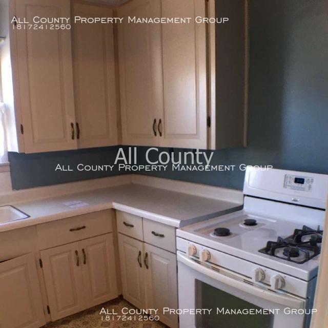 2 Bedrooms, Handley Rental in Dallas for $1,050 - Photo 2