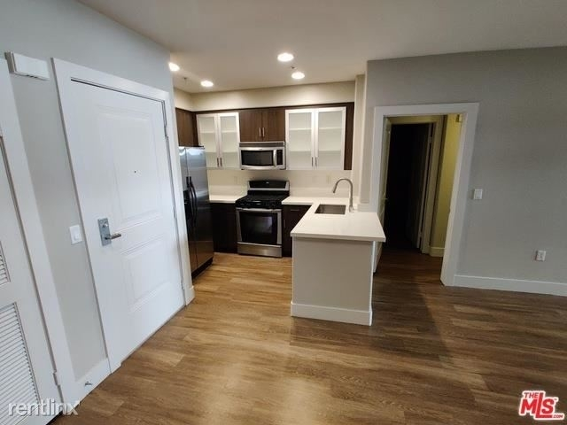 2 Bedrooms, Westwood Village Rental in Los Angeles, CA for $4,795 - Photo 2