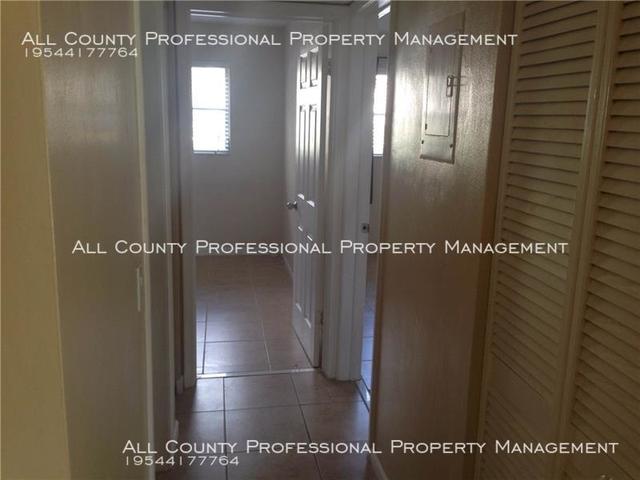 2 Bedrooms, Arrowhead Condominiums Rental in Miami, FL for $1,350 - Photo 2