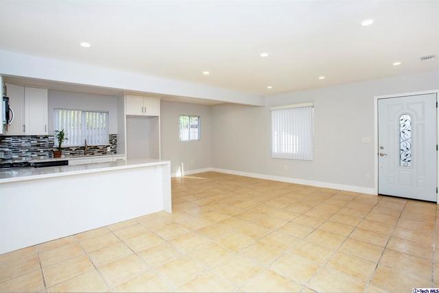 3 Bedrooms, Van Nuys Rental in Los Angeles, CA for $2,800 - Photo 2