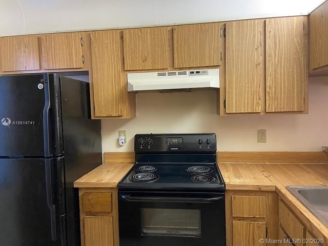 3 Bedrooms, Forest Hills Rental in Miami, FL for $1,550 - Photo 2