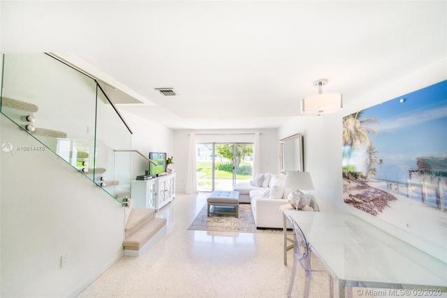 2 Bedrooms, Village of Key Biscayne Rental in Miami, FL for $3,700 - Photo 1