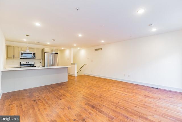 3 Bedrooms, Fairmount - Art Museum Rental in Philadelphia, PA for $2,100 - Photo 2