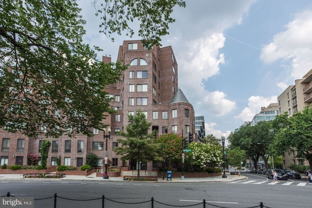 2 Bedrooms, West End Rental in Washington, DC for $3,000 - Photo 2