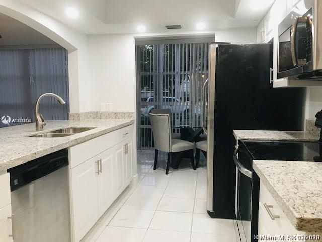 2 Bedrooms, Hallandale Beach Rental in Miami, FL for $1,600 - Photo 2