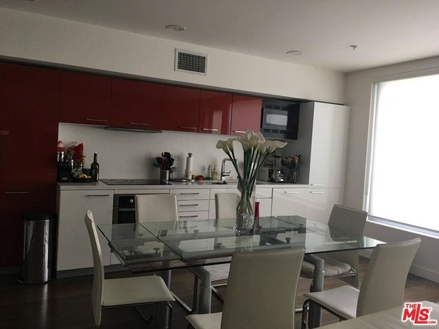 1 Bedroom, South Park Rental in Los Angeles, CA for $3,000 - Photo 2