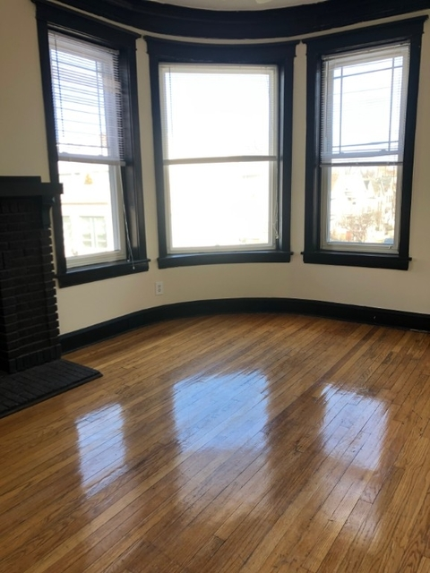3 Bedrooms, Lakeview Rental in Chicago, IL for $2,300 - Photo 2