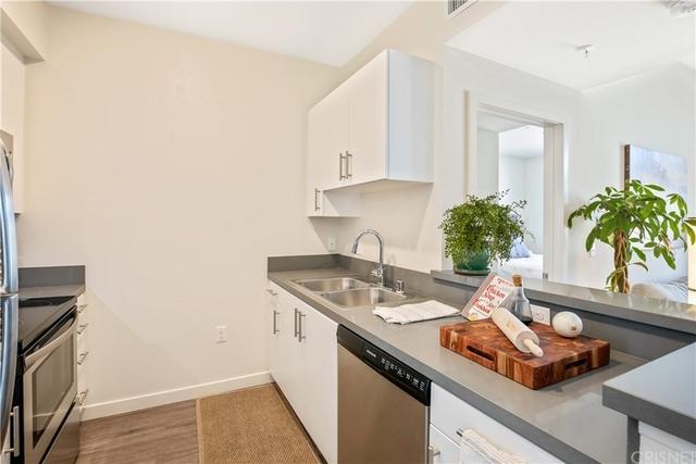 2 Bedrooms, Van Nuys Rental in Los Angeles, CA for $2,395 - Photo 2