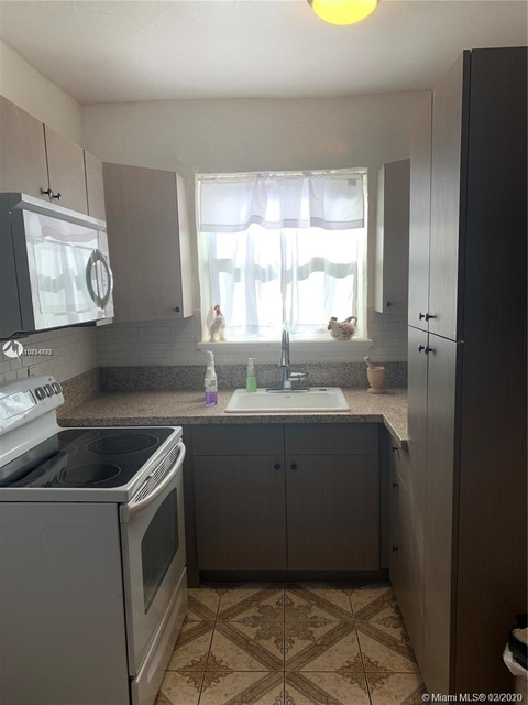 2 Bedrooms, Hallandale Beach Rental in Miami, FL for $1,750 - Photo 2
