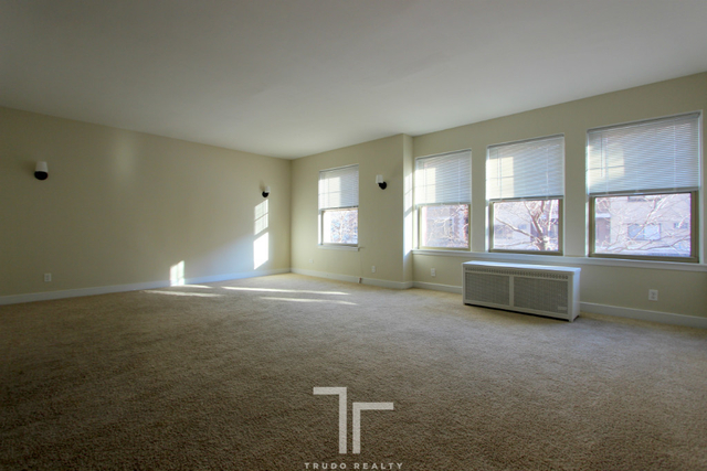 3 Bedrooms, Lake View East Rental in Chicago, IL for $2,395 - Photo 2