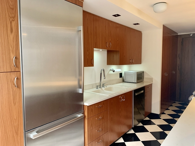 1 Bedroom, Gold Coast Rental in Chicago, IL for $2,700 - Photo 2