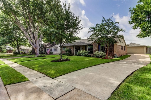 3 Bedrooms, Walnut Bend Rental in Houston for $1,950 - Photo 2