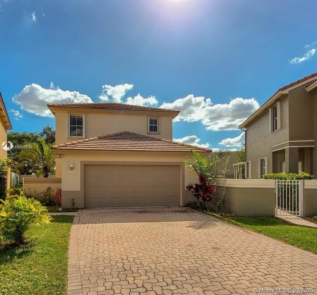 3 Bedrooms, The Crossbow Rental in Miami, FL for $2,500 - Photo 1