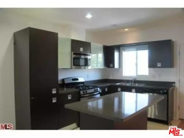 1 Bedroom, Hollywood Hills West Rental in Los Angeles, CA for $2,700 - Photo 2