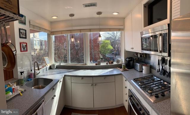 3 Bedrooms, Fairmount - Art Museum Rental in Philadelphia, PA for $2,900 - Photo 2