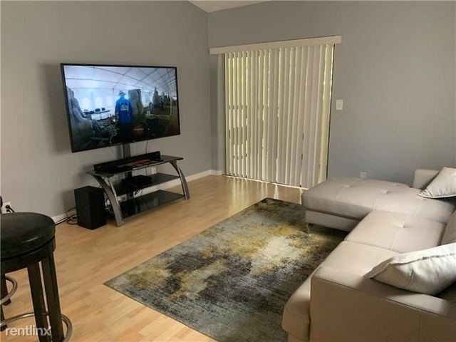 2 Bedrooms, Forest Hills Rental in Miami, FL for $1,400 - Photo 1