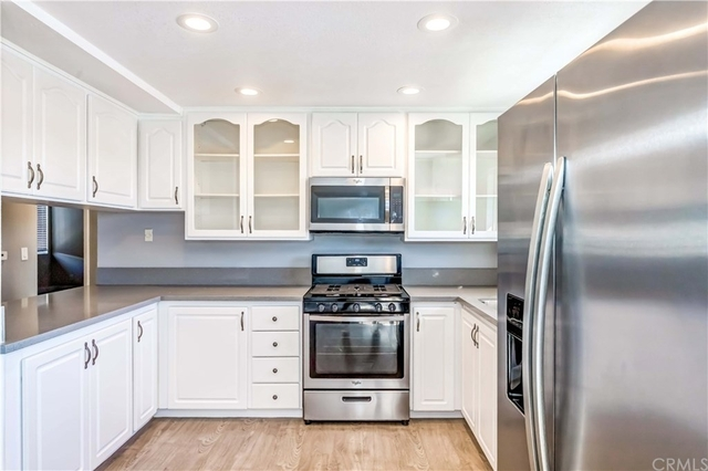 2 Bedrooms, Greater Wilshire Rental in Los Angeles, CA for $2,600 - Photo 2