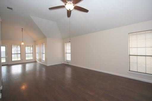 3 Bedrooms, Fossil Village Rental in Dallas for $1,495 - Photo 2