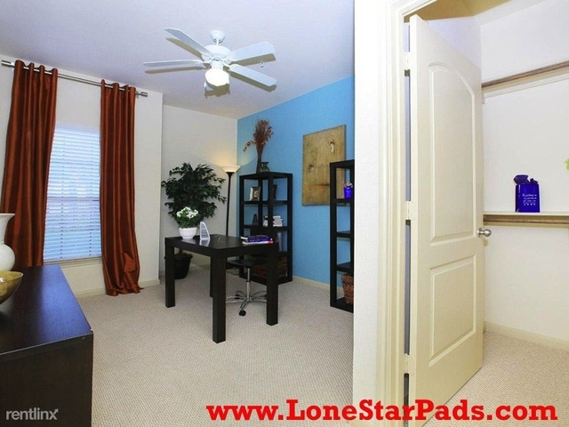3 Bedrooms, Sugar Land Rental in Houston for $1,372 - Photo 2