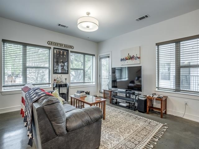 2 Bedrooms, Lower Greenville Rental in Dallas for $3,150 - Photo 2