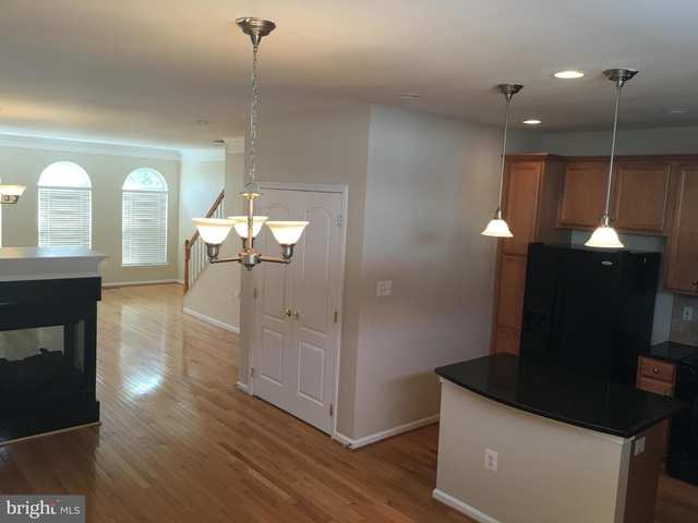 3 Bedrooms, Village Place at Gainesville Rental in Washington, DC for $2,200 - Photo 2