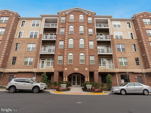 2 Bedrooms, Fairfax County Rental in Washington, DC for $1,900 - Photo 1