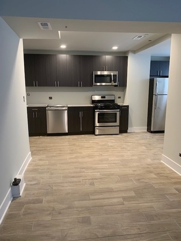 2 Bedrooms, Wrigleyville Rental in Chicago, IL for $2,400 - Photo 1