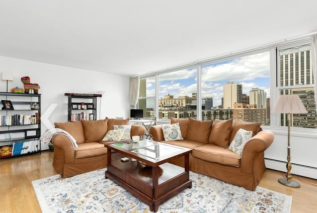 1 Bedroom, Lake View East Rental in Chicago, IL for $1,800 - Photo 2