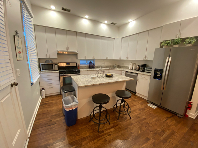 3 Bedrooms, Wrightwood Rental in Chicago, IL for $3,300 - Photo 2