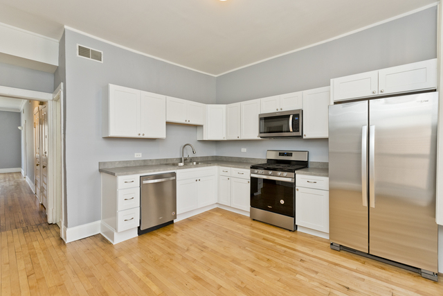 3 Bedrooms, Lakeview Rental in Chicago, IL for $2,100 - Photo 2