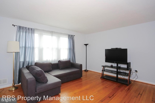 4 Bedrooms, West End Rental in Washington, DC for $2,350 - Photo 2