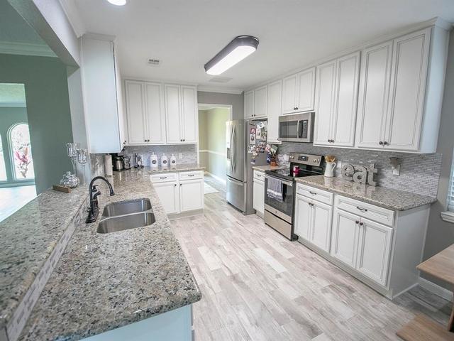 4 Bedrooms, Wedgewood Village Rental in Houston for $2,200 - Photo 1