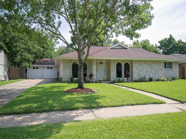 4 Bedrooms, Wedgewood Village Rental in Houston for $2,200 - Photo 2